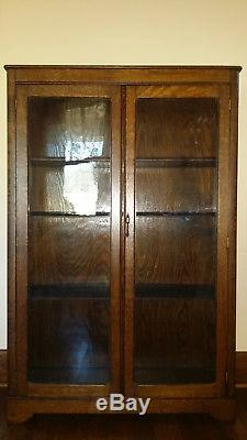 Antique Oak Cabinet/Bookcase with Glass Doors in Excellent Condition