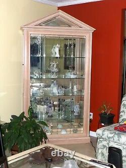 Display cabinet with glass doors